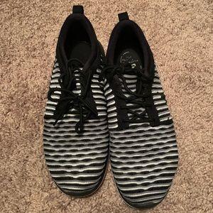 EUC Nike Tennis Shoes